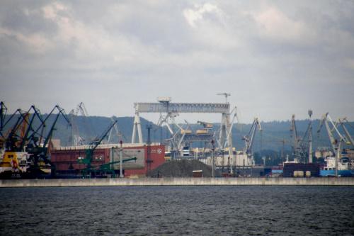 suwnica stoczni gdyńskiej. kiedyś była inna ale w grudniu 1999r. wiatr o sile 180km/h przewrócił ją. teraz ta jest największa w Europie. #stocznia #morze #Gdynia