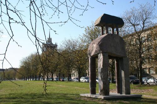 Rzeźba Mindaugasa Navakasa /Skirtingu formu sąskambis/ czyli /Współbrzmienie rożnych form/ nazywana tez /Piętrowy/. #Wilno