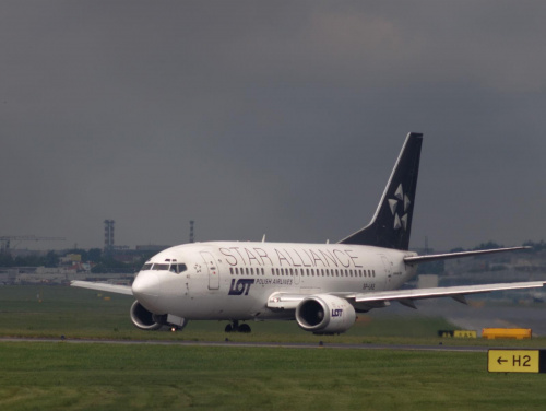 Przykładowe zdjęcie wykonane obiektywem Pentacon 4/300 #samolot #lotnisko