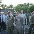 Na terenie 34 BKPanc oglądamy sprzęt muzealny. W mundurze weteran I Korpusu Panc Eugeniusz Praczuk. #Militaria #Konferencja #Osoby