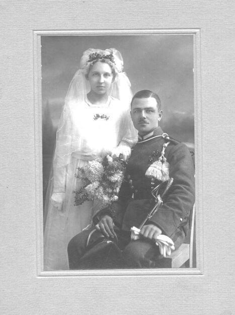 Ślubne zdjęcie - 1920 rok w Margoninie