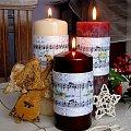 Na zdobiących świece, haftowanych opaskach autentyczny zapis nutowy trzech kolęd z motywami świątecznymi i frazą w języku angielskim. #HaftKrzyżykowy #OpaskiNaŚwiece #OzdobyŚwiąteczne #rękodzieło
