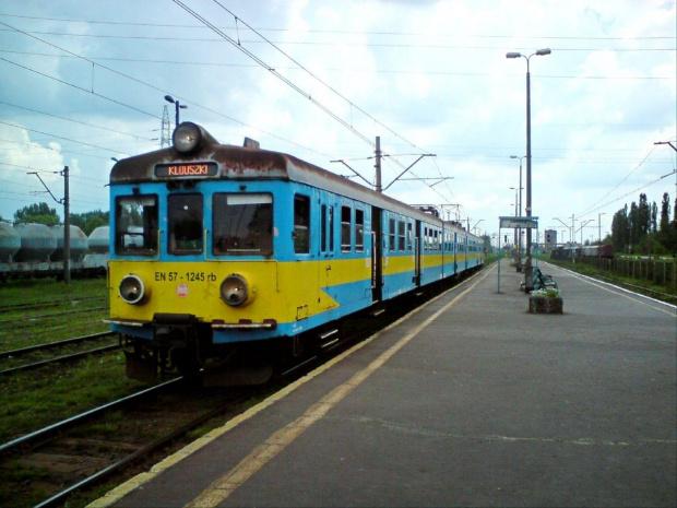 Do jakiej stacji jedzie ta jednostka? ;-) #EN57 #TomaszówMaz #Koluszki #pkp