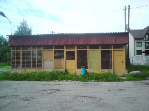 Opuszczony budyneczek dworca PKS w Opocznie, obecnie PKS korzysta z budynku dworca PKP. #PKS #Opoczno