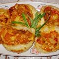 Spiralki z francuskiego ciasta o smaku prawie pizzy Przepisy do zdjęć zawartych w albumie można odszukać na forum GarKulinar . Tu jest link http://garkulinar.jun.pl/index.php Zapraszam. #pizza #zapiekanki #CiastoFrancuskie #śniadanie #kolacja
