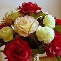 wiązanka kamelii i pełników kremowych #KwiatyZBibuły