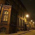 Wola #Warszawa #Wola #Prymasa #architektura #zabytkowa #stara #cegła #noc #lampy #olympus