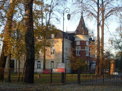 Pałac Hasbacha na białostockich Dojlidach w jesiennej scenerii #Hasbach #jesień #białystok #park