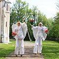 #anioły #szczudlarze #ślub #wesele #BańkiMydlane #PłatkiKwiatów #klauni #PłonąceNapisy #animatorzy #szczudła