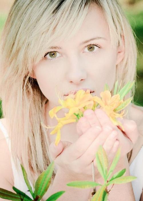 Ewelina ciąg dalszy, trochę przynudzę tymi gniotami ;] #kobieta #dziewczyna #portret #kwiat #passiv #airking #sigma #nikon #park #wrocław